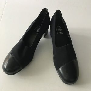 MUNRO American leather stretch fabric pumps heels